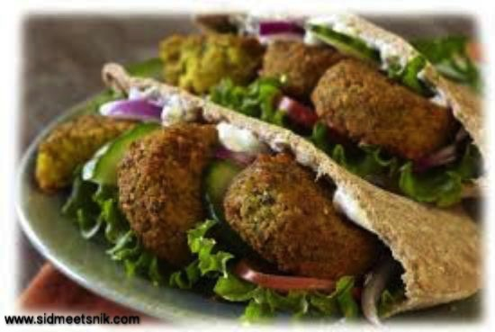 5 must have foods in paris, falafal wraps
